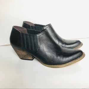 Very Volitile: black leather booties